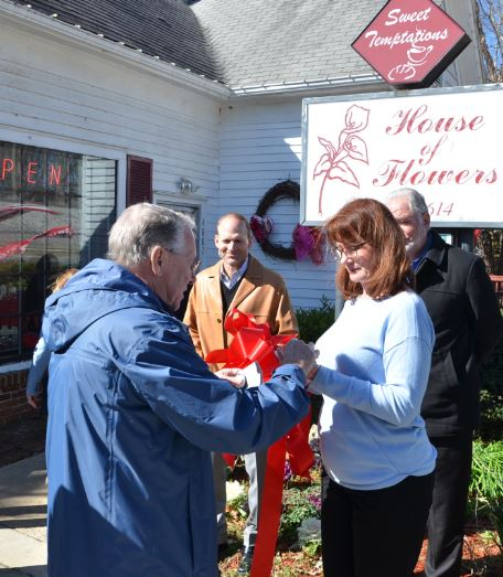 Image of Ribbon Cutting for Sweet Temptations