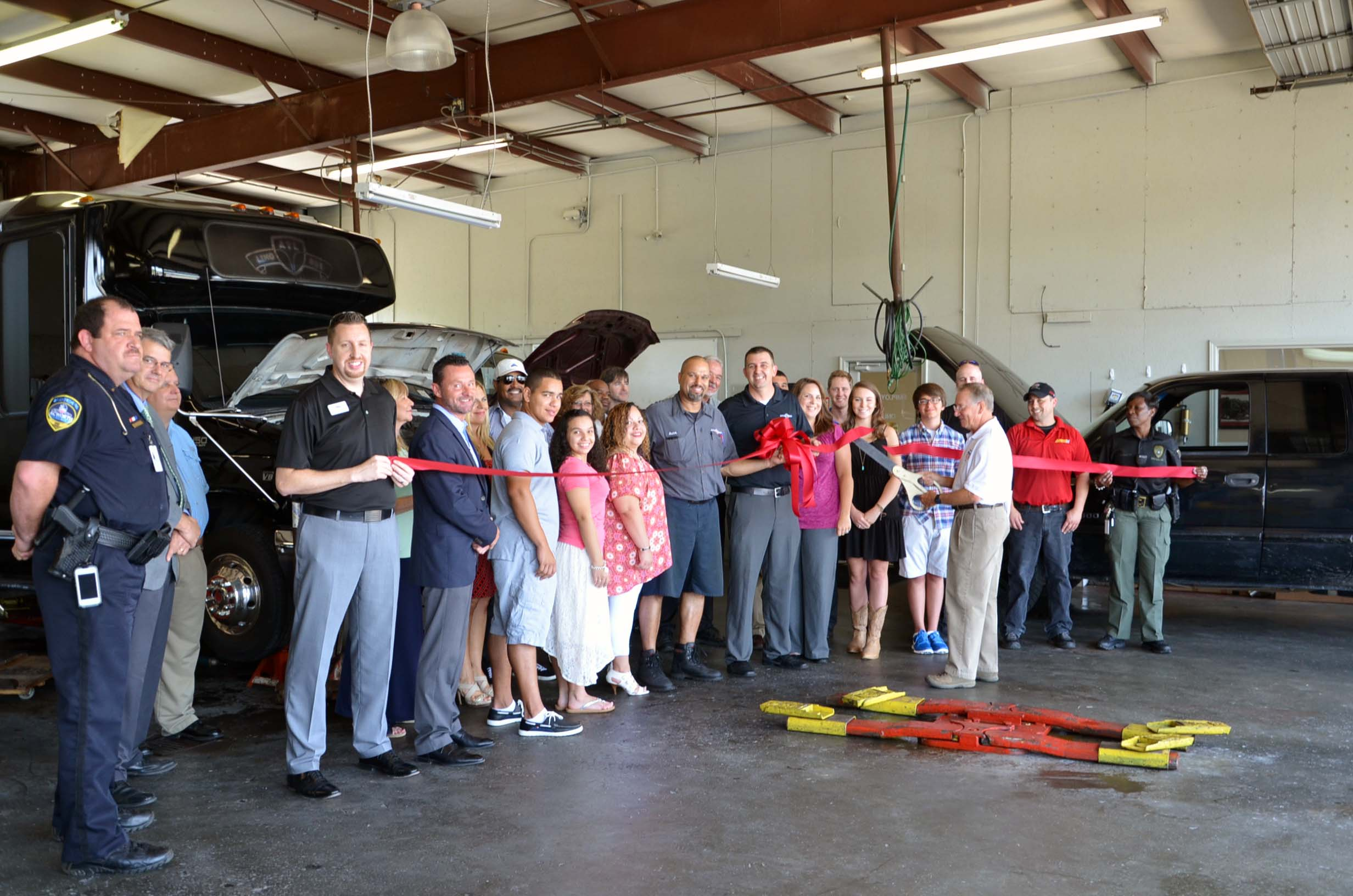 Auto Experts Ribbon Cutting 1
