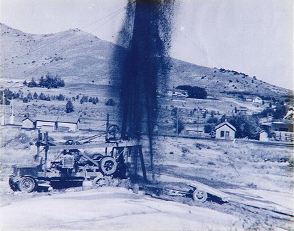 Drilling_for_hot_water_Geyser_1937