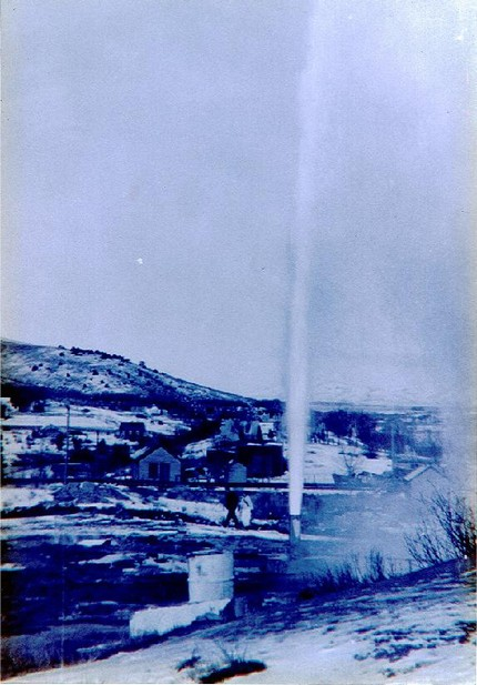 Geyser_1937_before_capped